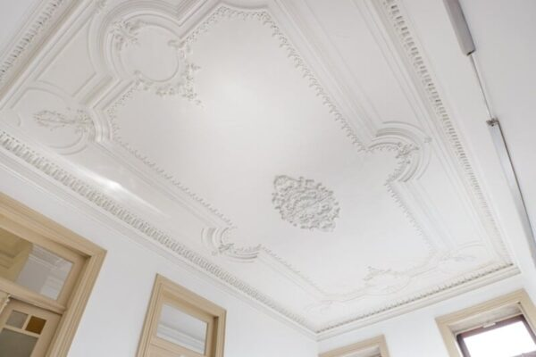 beautiful-ornamented-ceiling